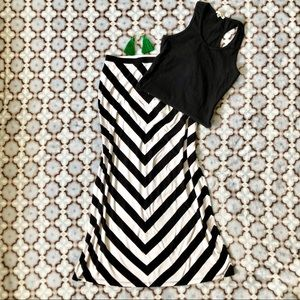 White House Black Market chevron maxi skirt 🖤